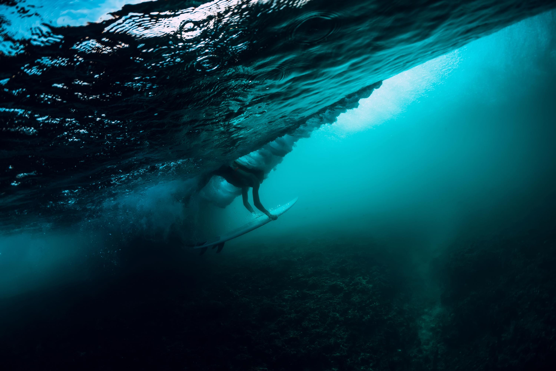 Diving-under-wave-aqua.jpg
